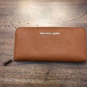 Michael Kors - Zip Around Wallet